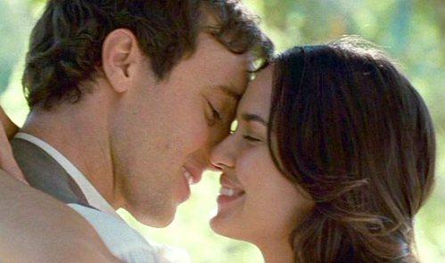 the-holiday-kissing-alex-oloughlin