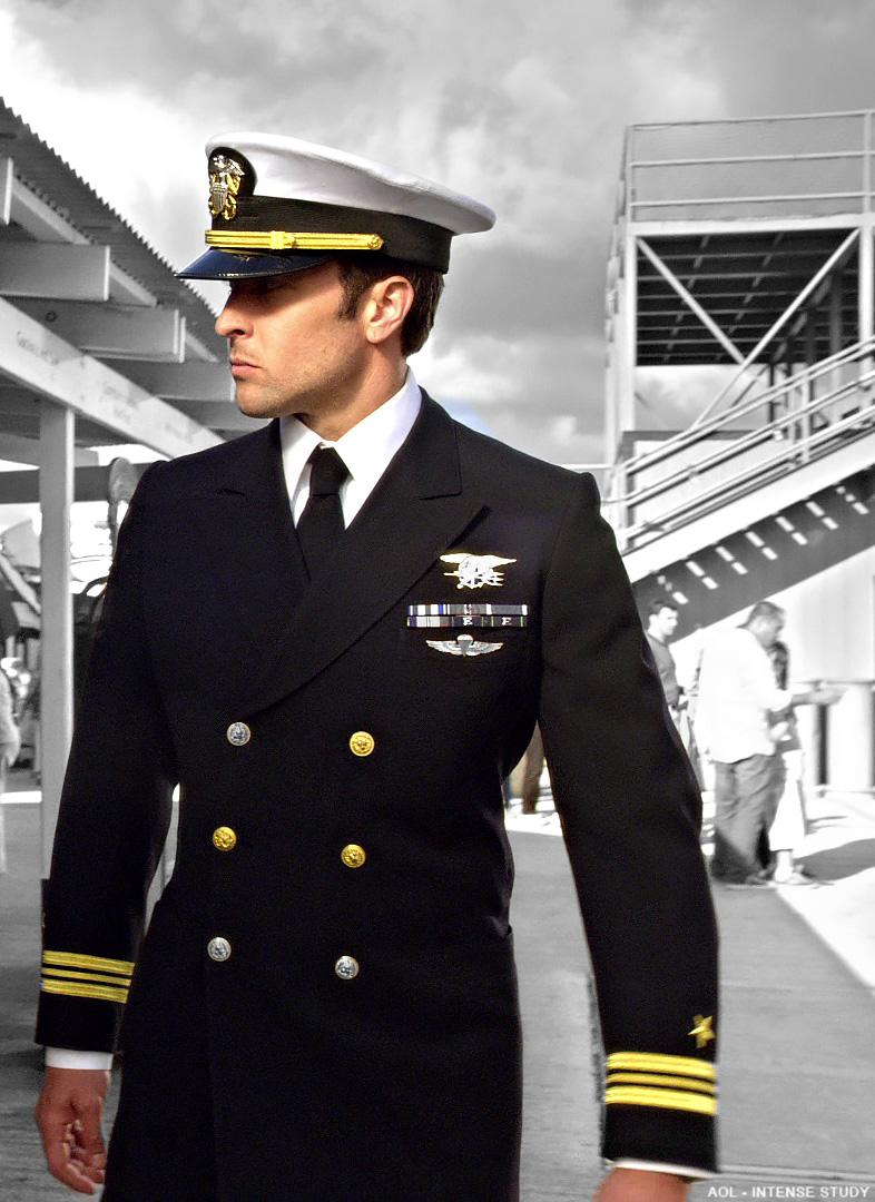Steve McGarrett – An Officer and a Gentleman ……  | Alex O