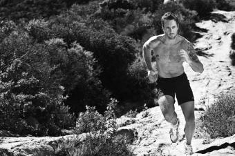 Men-s-Fitness-Outtakes-3-alex-oloughlin-26367898-800-534