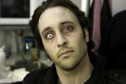 Alex O'Loughlin Moonlight vamping 08