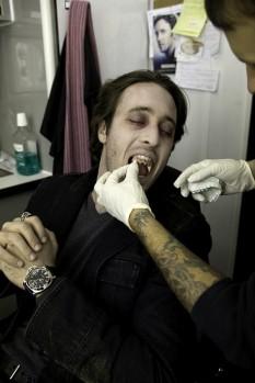 Alex O'Loughlin Moonlight vamping 10